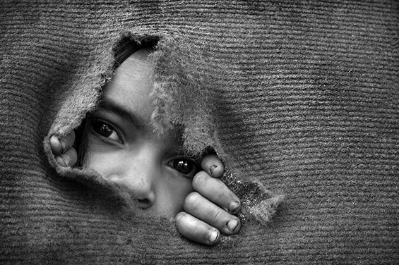 black-and-white-cry-kid-photography-sadness-favim-com-422415